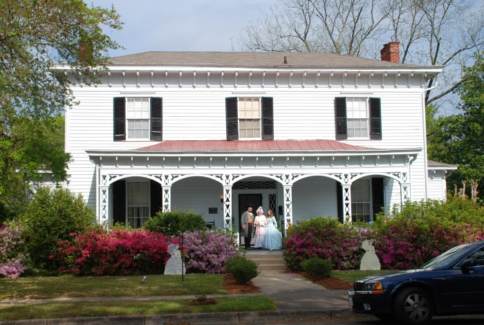 Amzi Love House (c.1848)--presided over by 7th generation owner Sid Carradine