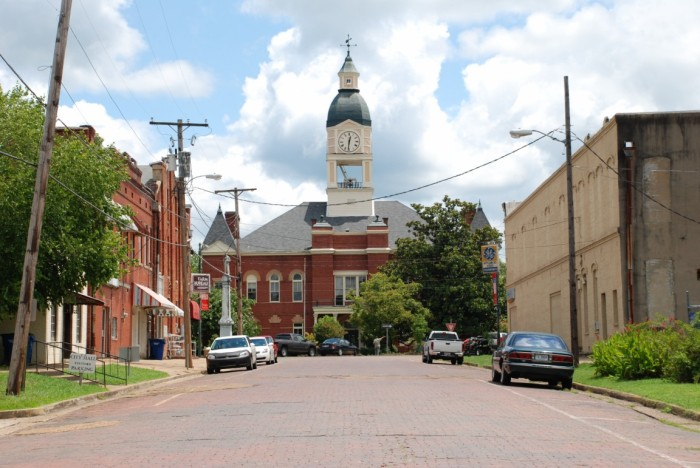 Looking toward the courthouse square, Lexington, Miss.
