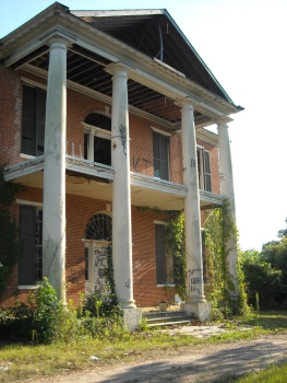 """Abandoned Mansion in Natchez"" by C-Ali (Flickr)"