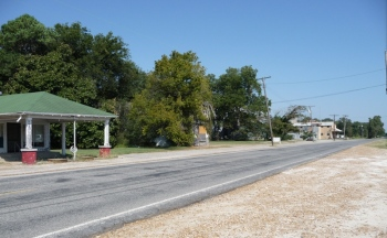 Money community, with service station to left, gin to right, and Bryant store at center