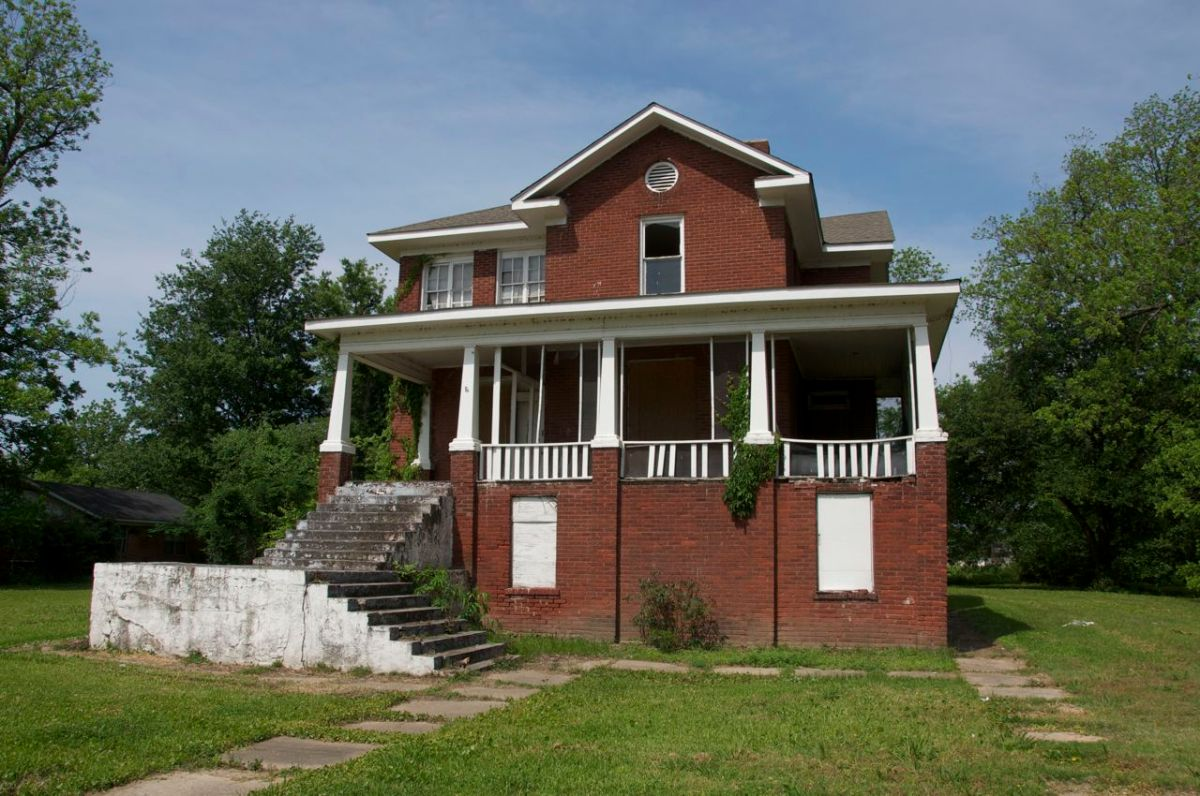 The jewel of the delta mound bayou mississippi for Montgomery house