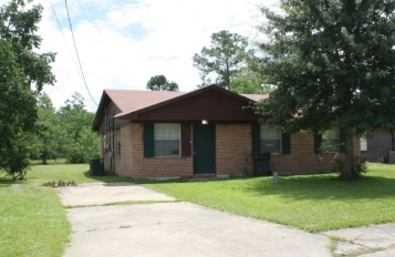 House on Cherry Court, Forest Heights Subdivision. Gulfport Miss. Image made by author 7-22-2012