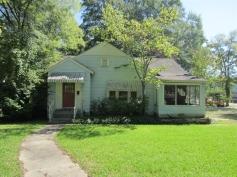 House, Starkville, Oktibbeha County. Photo by David Preziosi, MHT, June 2012. Retrieved 11/15/12 from Mississippi Historic Resources Inventory (HRI) Database.