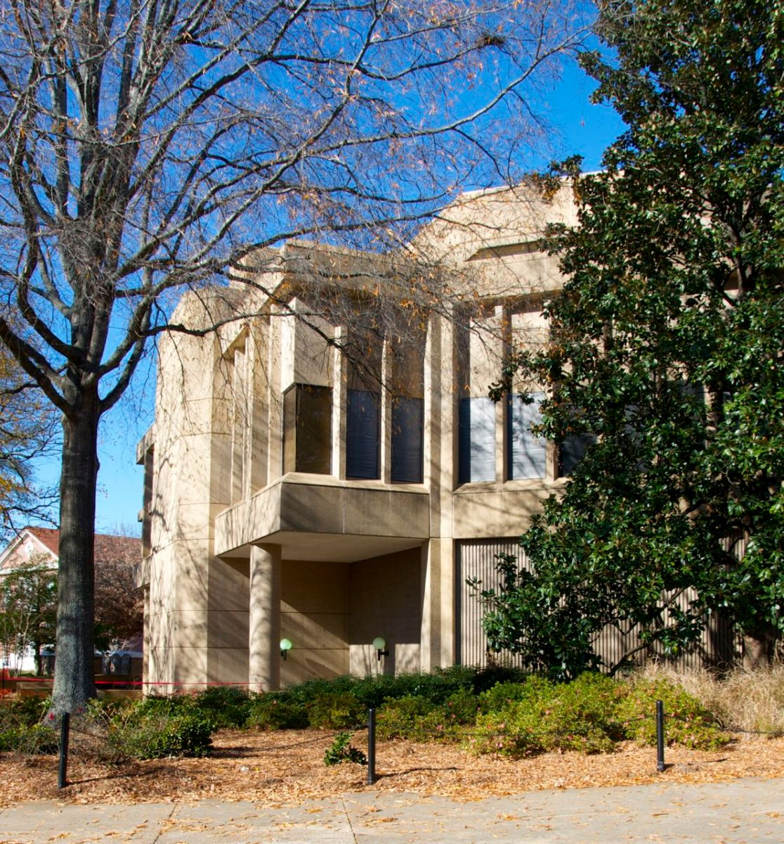 Suzassippi's Mississippi: Beauty in Brutalism?