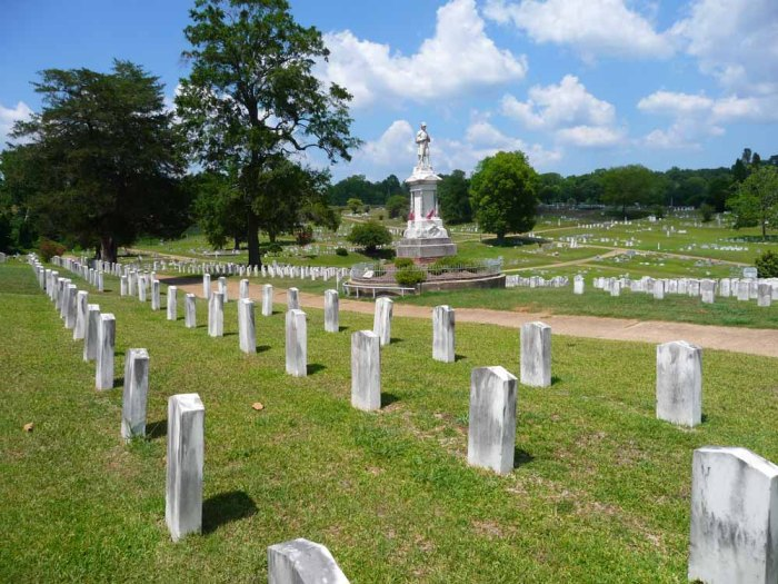 Soldier's Rest section and Confederate Monument in Vicksburg City Cemetery