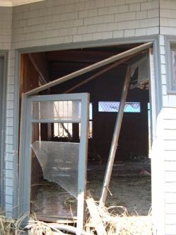 door to dinning room. Charnley Norwood House. Ocean Springs Jackson County. MDAH 9-13-2005 from MDAH HRI db accessed 8-24-2014