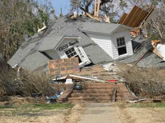 Pascagoula-1303BeachBlvd from http://www.mississippiheritage.com/HurricaneKatrina.html accessed 8-24-2014