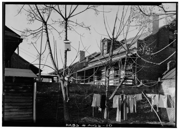 LOOKING NORTHWEST FROM LAWYER'S ROW COURTYARD - Lawyers' Row, State & Wall Streets, Natchez, Adams County, MS. Lester Jones, Photographer, February 21, 1940.