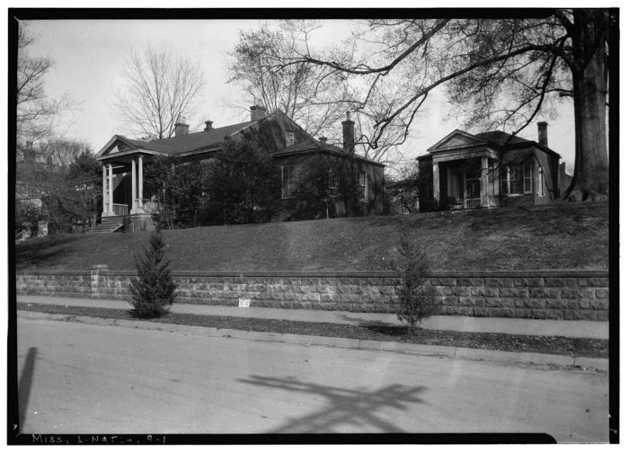 WEST ELEVATION - The Manse, Rankin Street, Natchez, Adams County, MS. Ralph Clynne, Photographer, March 29, 1934.