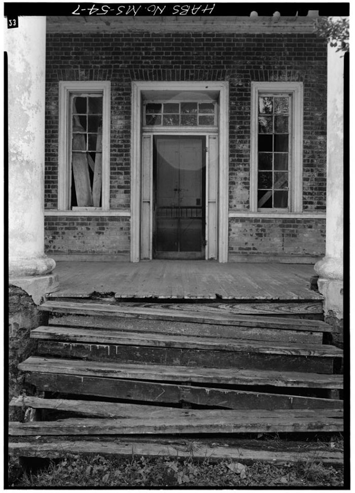 NORTH (FRONT) ENTRANCE. Springfield, U.S. Route 1, Natchez, Adams County, MS [Springfield is actually in Jefferson County, but is filed in Adams County in HABS]. Ralph Clynne, Photographer, March 29, 1934.
