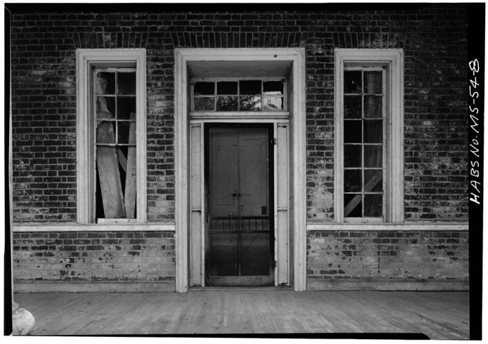 DETAIL, FRONT ENTRANCE. Springfield, U.S. Route 1, Natchez, Adams County, MS [Springfield is actually in Jefferson County, but is filed in Adams County in HABS]. Ralph Clynne, Photographer, March 29, 1934.
