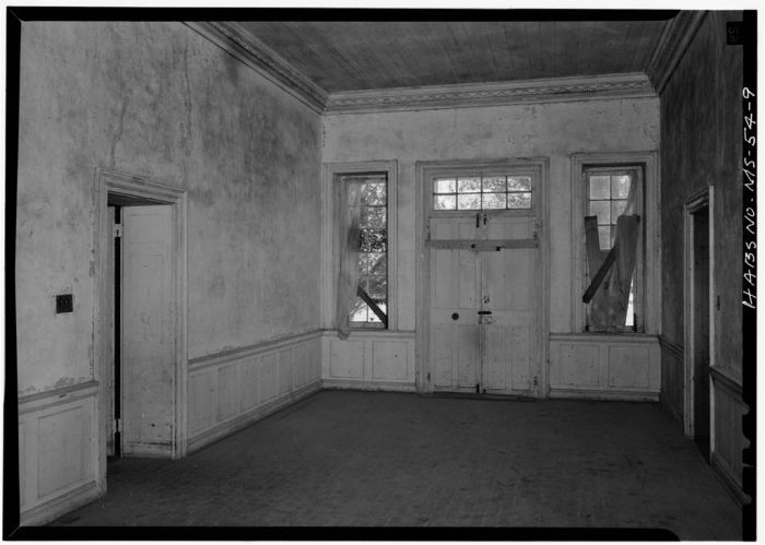 VIEW IN HALL, LOOKING NORTH. Springfield, U.S. Route 1, Natchez, Adams County, MS [Springfield is actually in Jefferson County, but is filed in Adams County in HABS]. Ralph Clynne, Photographer, March 29, 1934.