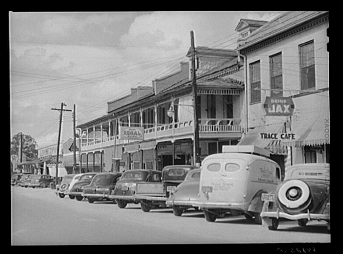 Port Gibson, Mississippi. Marion Post Wolcott, (1910-1990), photographer. Date Created: 1940 Aug. Medium: 1 negative : safety ; 3 1/4 x 4 1/4 inches or smaller.