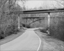 Old and New Bridges on Confederate Avenue, Vicksburg National Military Park. Photograph by William Foust, 1997 (HAER No. MS-12-11).