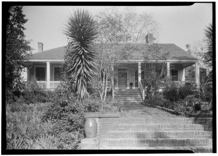 FRONT VIEW (WEST ELEVATION) - Hope Farm (Villa), Auburn Avenue & Homochitto Street, Natchez, Adams County, MS. James Butters, Photographer, April 8, 1936