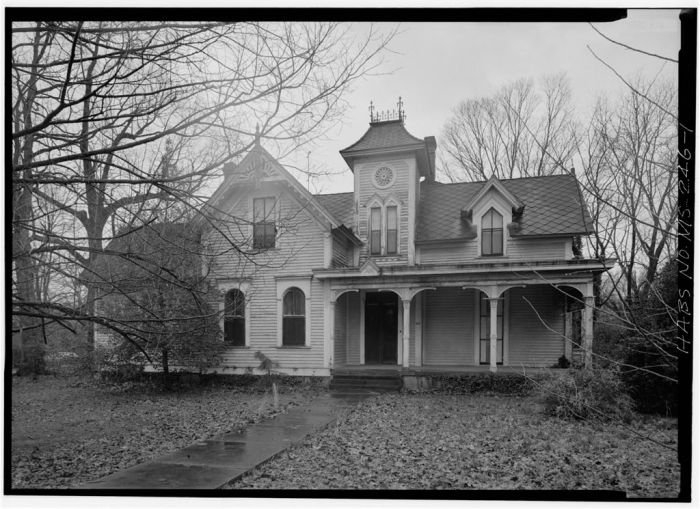 MS-246-1. Skipwith House, University of Mississippi, South Front. March 1975, Jack E. Boucher, HABS Photographer.