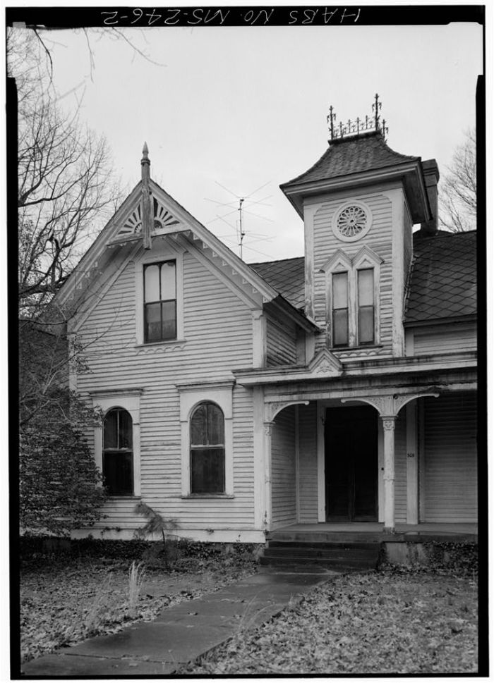 MS-246-2. Skipwith House, University of Mississippi, South Front, Entrance. March 1975, Jack E. Boucher, HABS Photographer.
