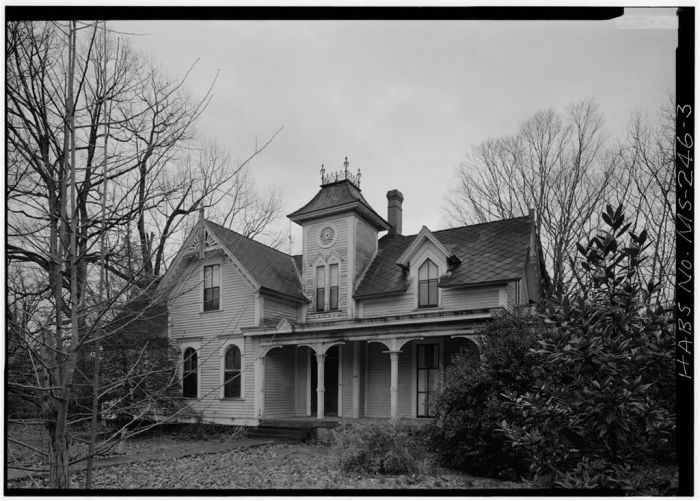 MS-246-1. Skipwith House, University of Mississippi, South Front from Southeast. March 1975, Jack E. Boucher, HABS Photographer.