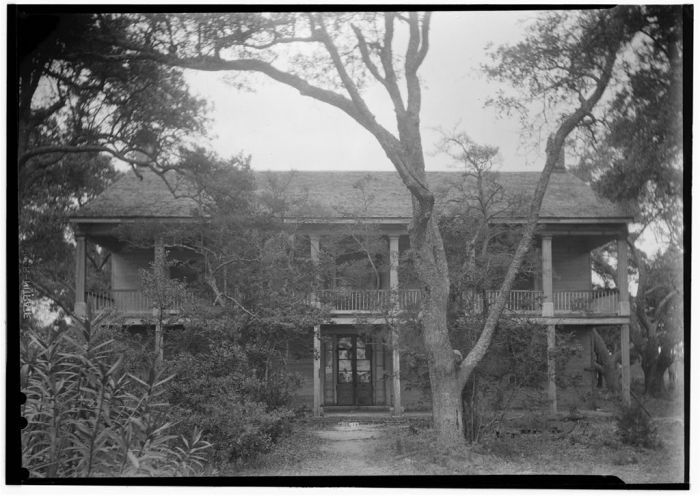 FRONT (SOUTH ELEVATION) - Frank Warren House, East Beach, Pascagoula, Jackson County, MS. James Butters, Photographer, April 24, 1936
