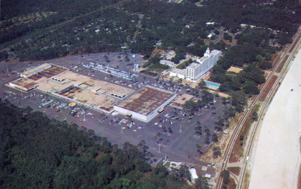 Mississippi by air edgewater shopping plaza and hotel for The edge water