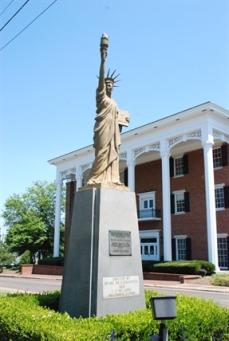 statue-of-liberty-replica-columbus-ms-jennfier-baughn-mdah-accessed-9-6-16