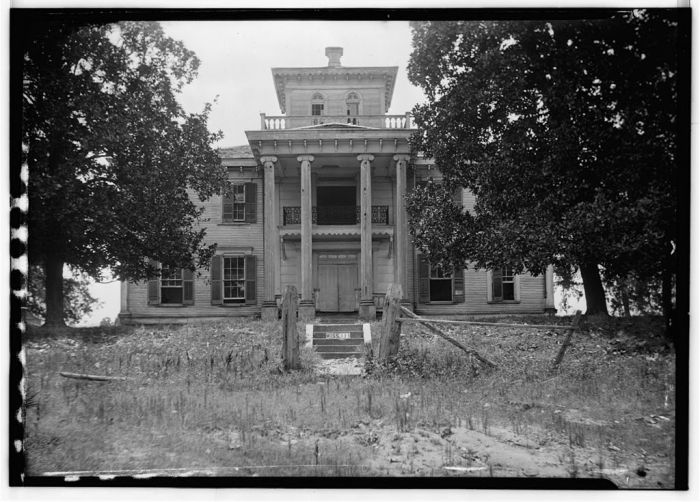 FRONT (NORTH ELEVATION) - Dr. C. M. Vaiden House, Vaiden, Carroll County, MS. James Butters, Photographer, June 27, 1936.