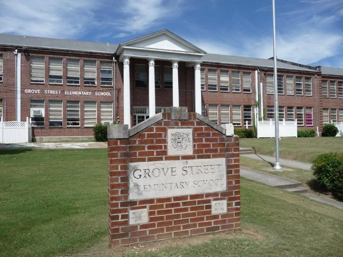 Grove Street Elementary School, 1315 Grove Street (1949, Gates & Birchett, M.T. Reed Construction)