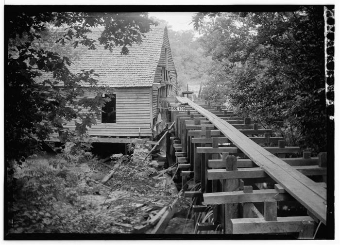 James Butters, HABS Photographer June 17, 1936 REAR (SOUTHWEST CORNER) - Old Water Power Grist Mill, Macon, Noxubee County, MS.