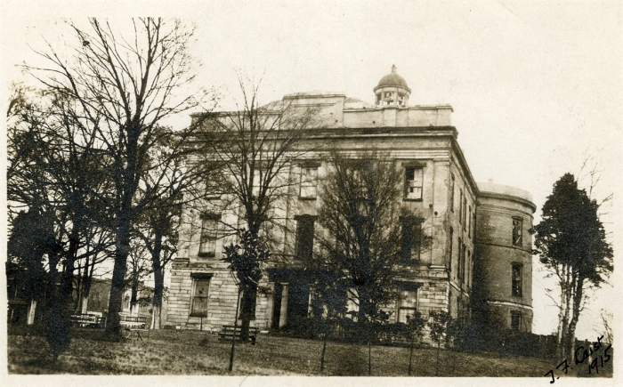 Old Capitol, 1915. Photo by T.F. Laist. Original photo at Miss. Department of Archives and History. Notice the broken windows.