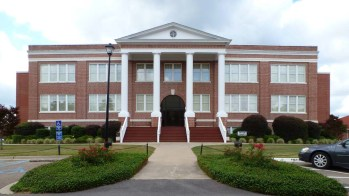 Tatum Court Administration Building (1912), William Carey College, Hattiesburg. Photo June 2013.