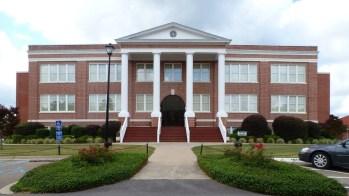 Tatum Court Administration Building (1912), William Carey College, Hattiesburg. Photo June 2013.