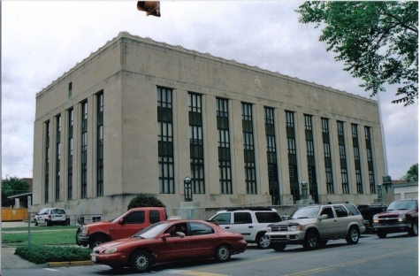 Meridian-Lauderdale County Post Office and Courthouse in Meridian, MS. Image by Dudemanfellabra July 2008, Creative Commons license. Retrieved from https://commons.wikimedia.org/wiki/File:Meridian_Post_Office-Courthouse.jpg
