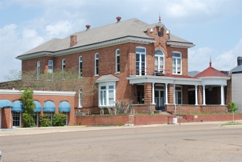 Elks Club building Columbus, Miss. 4-10-2009 Jennifer Baughn, MDAH from MDAH HRI db accessed 4-1-17.