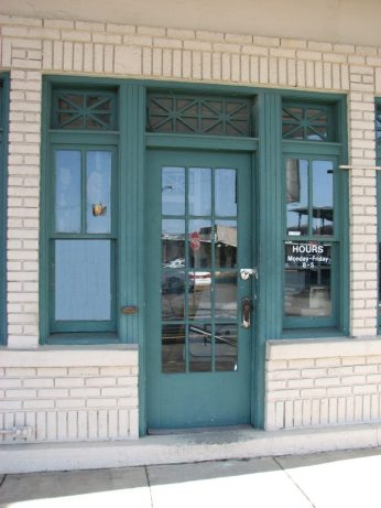 Gulf Oil Gas Station (Former), 201 E. Commerce St. (SE Corner of E. Commerce St. and S. Maple St.), Aberdeen, MS - Front Entrance; March 11, 2010; W. White, photographer