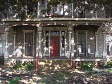John Ferris Plant House, 118 N. Long St., Aberdeen, MS - Front Porch and Facade; March 11, 2010; W. White, photographer