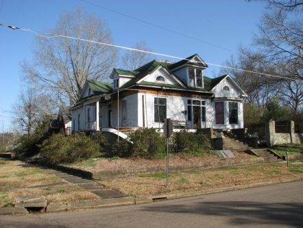 Lasky House, 500 S. Columbus St., Aberdeen, MS - Front and Side Facades; March 11, 2010; W. White, photographer