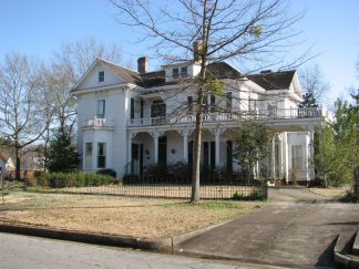 Roy-Watkins House (Greenleaves), 209 W. Washington St., Aberdeen, MS - Front and Side Facades; March 11, 2010; W. White, photographer