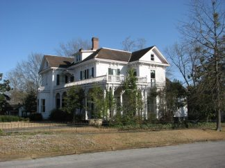 Roy-Watkins House (Greenleaves), 209 W. Washington St., Aberdeen, MS - Side and Front Facades; March 11, 2010; W. White, photographer
