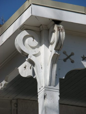 I. Y. Johnson House, 108 W. Canal St., Aberdeen, MS - Front Porch Column Capital Detail; March 11, 2010; W. White, photographer