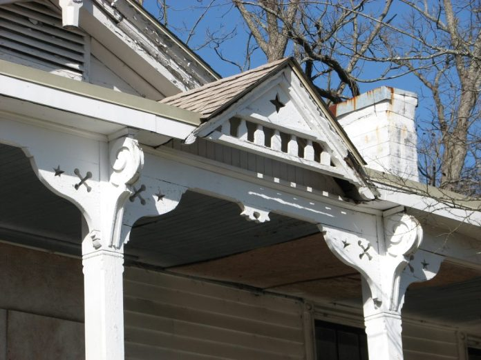 I. Y. Johnson House, 108 W. Canal St., Aberdeen, MS - Front Porch Gable; March 11, 2010; W. White, photographer